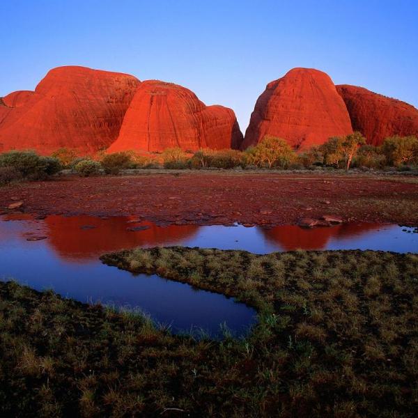 EXCURSIONES EN AYER ROCK - Atardecer en Uluru y parque de Olgas