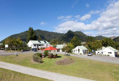 PAUANUI PINES MOTOR LODGE