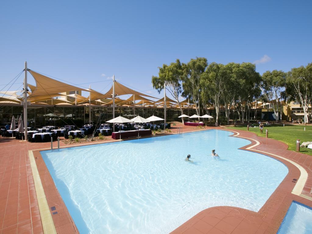 Este Magnífico Hotel Está Situado En El Corazón De Australia, Justo A La  Entrada Del Parque Nacional Uluru   Kata Tjuta, Patrimonio De La Humanidad  Por La ...